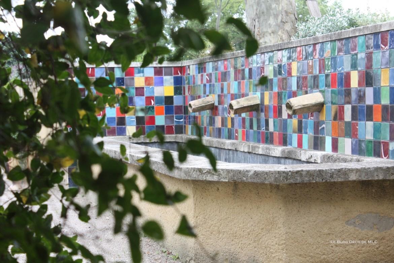 maison-en-provence-carreaux-couleurs-lavoir