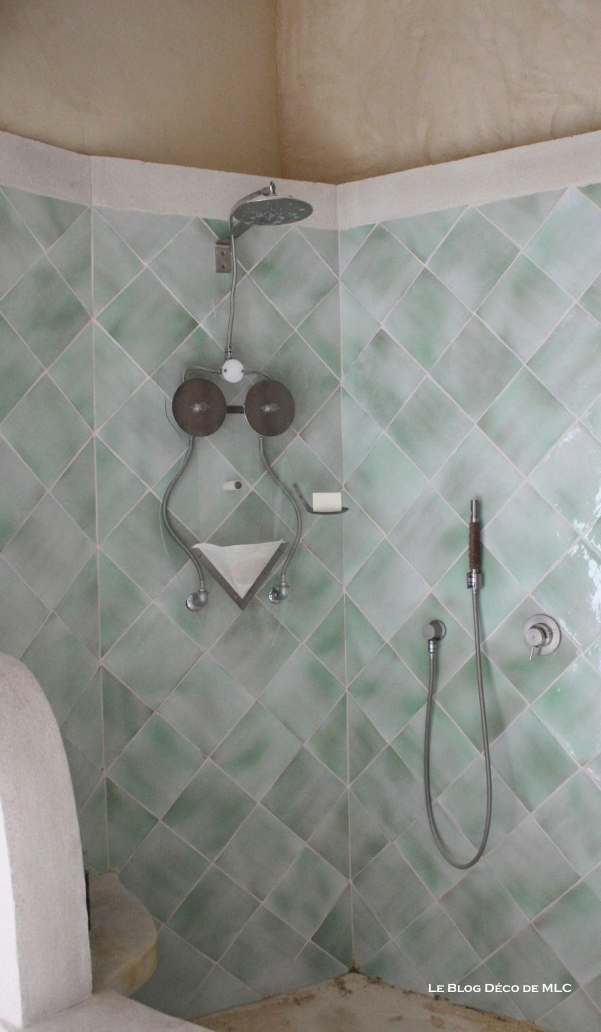 Art-contemporain-déco-douche-femme