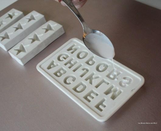 DIY-déco-facile-étoiles-et-lettres-en plâtre-remplissage-moule