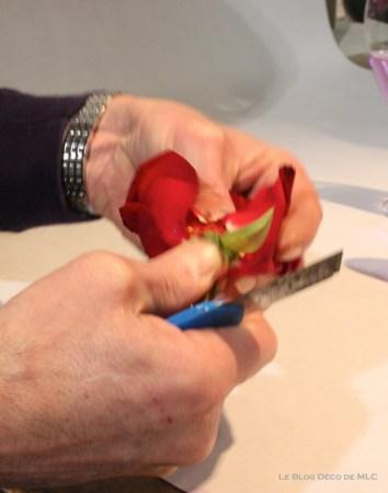 DIY-Saint-Valentin-une-jolie-composition-roses-découpe