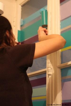 DIY-un-store-en-Masking-Tape-pour-une-fenêtre-déco-bandes