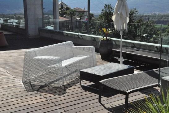 Villa-design-jolie-terrasse-deco-canapé