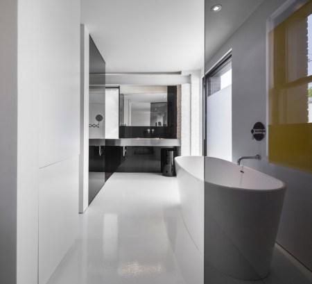 Design-et-meubles-scandinaves-dans-un-loft-industriel-baignoire