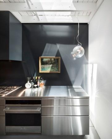 Design-et-meubles-scandinaves-dans-un-loft-industriel-cuisine-deco