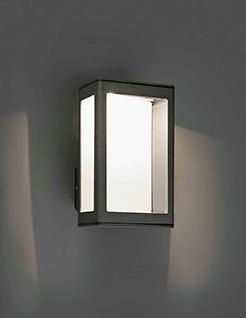 Eclairer-la-terrasse-le-soir-avec-des-luminaires-déco-applique-rectangle