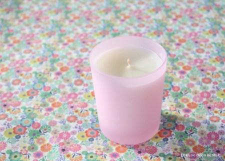 Un-salon-vert-et-fleuri-pour-une-déco-de-printemps-bougie