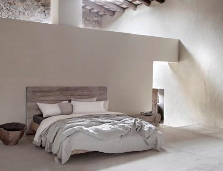 lin-céramique-blanc-maison-teintes-naturelles-lit