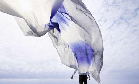 Dégradé-de-couleurs-en-Tie-Dye-déco-tissus-bleu-kinnasand