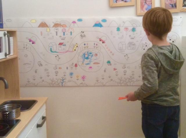coloriage-enfant-geant-mur