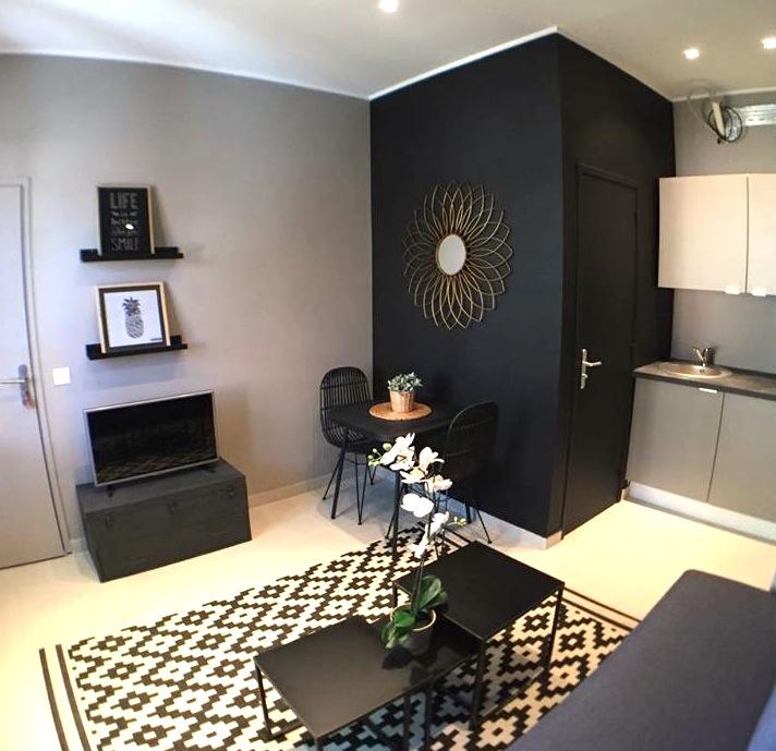 studio-deco-espace-salon-taupe-et-noir-mlc-design
