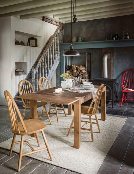 jolie-chaise-de-cuisine-en-bois-dossier-a-barreaux