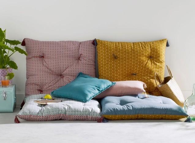 empiler des matelas d co pour un canap d 39 appoint le. Black Bedroom Furniture Sets. Home Design Ideas