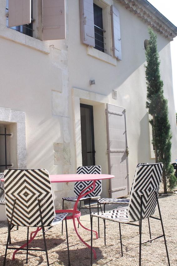 volet-bois-rose-terrasse