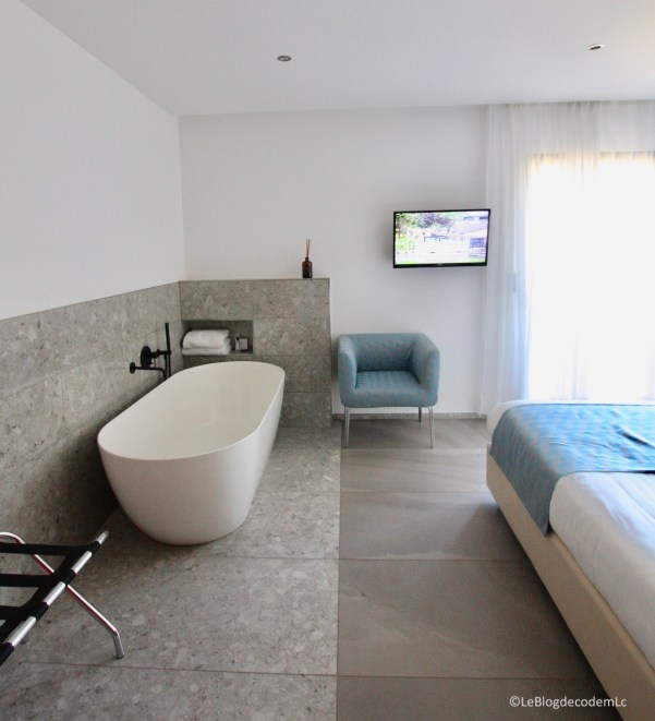 baignoire-chambre-suite-parentale-hotel-corse-mariosa