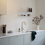 cuisine-deco-bleu-pastel-appartement-couleur-okermint