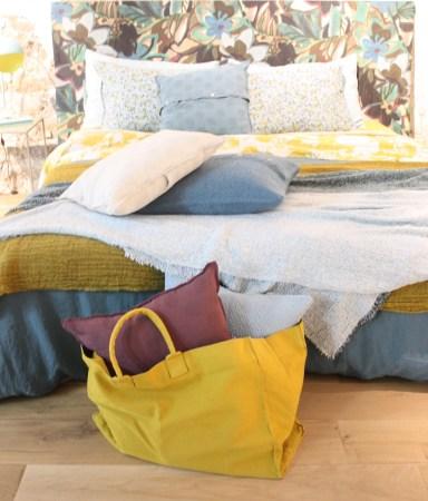 sac-toile-jaune-chambre-fleurie