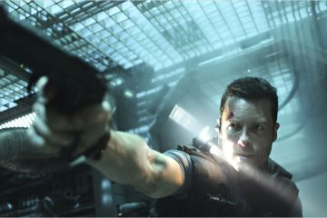 Photo (2) du film LOCK OUT réalisé par James Mather, Stephen St. Leger avec Guy Pearce, Maggie Grace, Vincent Regan