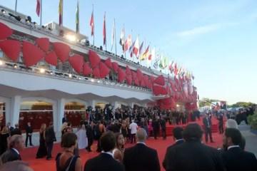 Le tapis rouge lors de la montée des marches le soir de l'ouverture du Festival de Venise.