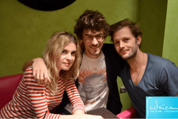 """Cécile Cassel, le réalisateur Hugo Gélin, et Nicolas Duvauchelle lors de la promotion du film """"Comme des frères"""" à Strasbourg"""