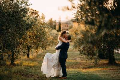 wed in Tuscany,in the olive trees,villa Le Bolli Siena