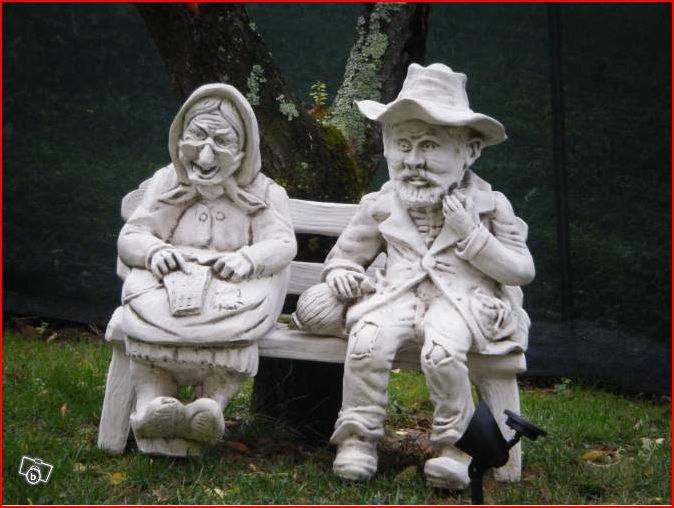 Statue de jardin en pierre Couple Petits Vieux Assis sur un Banc  Le bon vivre