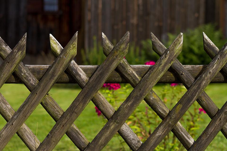 Clôturer son jardin, les différents types de clôture - Le BricoMag