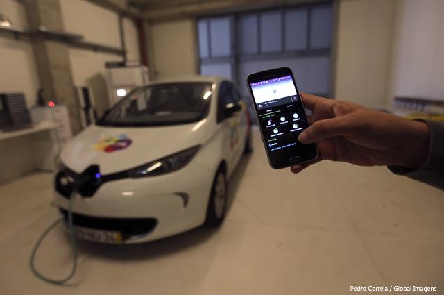App permite reservar carro, abrir portas e dar arranque do motor.