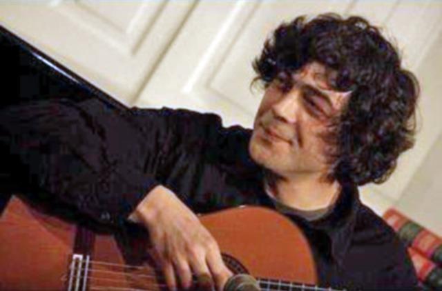 Guitarrista Paulo Melo
