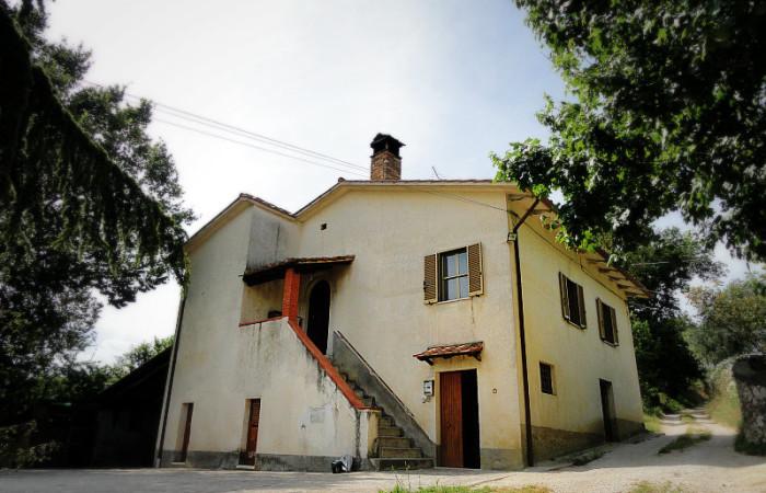 Casale con terreno a Lugnano in Teverina