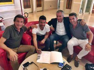 Il Ds Meluso e Pacilli alla firma del contratto