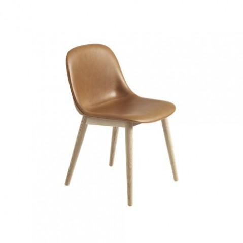 chaise fiber pietement bois de muuto cuir cognac