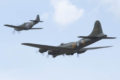 Boeing B-17 Fortress G-BEDF & North American P-51 Mustang G-SHWN Flying Legends 2015 - 02
