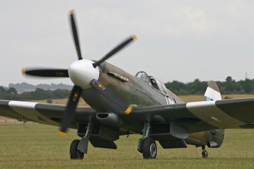 Le Spitfire PR.XIX PS890/F-AZJS à Duxford en 2015 (Photo Alan Wilson (CC BY SA 2.0))