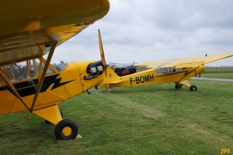 Piper Cubs (Photo © Jean-Pierre Touzeau)