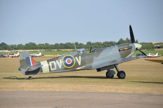 Spitfire Mk V EE602 G-IBSY (Photo © Jean-Pierre Touzeau)