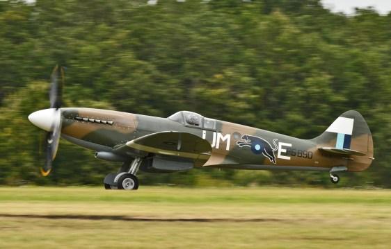Spitfire Mk XIX PS890 ( Photo © Jean-Pierre Touzeau )