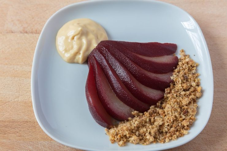 red wine pears with yoghurt cream and crumble