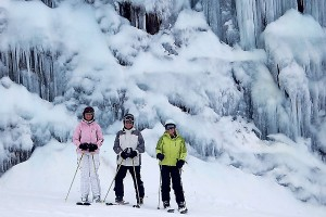 Chalet Holiday ice wall