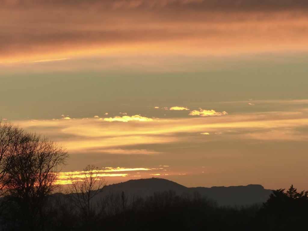 Un coucher de soleil exceptionnel en Provence ...