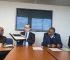 Signature du partenariat à la Maison de l'Unesco, le 19 décembre 2018 à Paris : Alphonse Tay, ancien directeur à l'Unesco, en charge des programmes éducatifs à Akplolo au Togo, Olivier Portier, Business Developement Manager Armor, Edouard Firmin Matoko, sous-directeur général département Afrique UnescoO, Jaya S. Conhye-Soobrayen, responsable partenariats département Afrique Unesco (de gauche à droite) (Crédit photo : Unesco/Luis Abad)