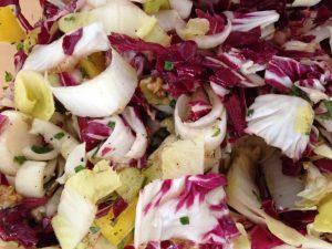 Radicchio Chiccoree Salat mit Trauben und Walnüssen