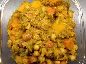 Kürbis Möhren Kichererbsen Curry mit roten Zwiebeln