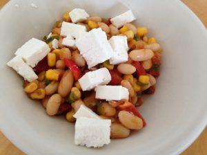 Paprika Bohnen Mais Salat mit Ziegenfeta