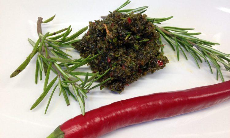 Kürbiskern Pesto mit Aprikosen, Rosmarin und Chili