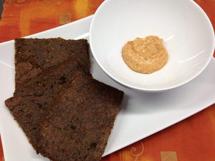 Rohkost Brot Cracker aus Leinsamen und Gewürzen