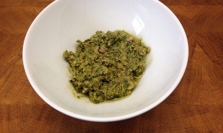 Grünkohl Pesto mit Walnüssen, Cashews und Hanföl