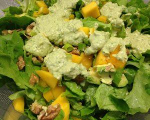 Blattsalat mit Mango Basilikum Dressing