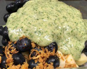 Heidelbeer-Apfel-Salat mit Kokos-Bananen-Ingwer Creme