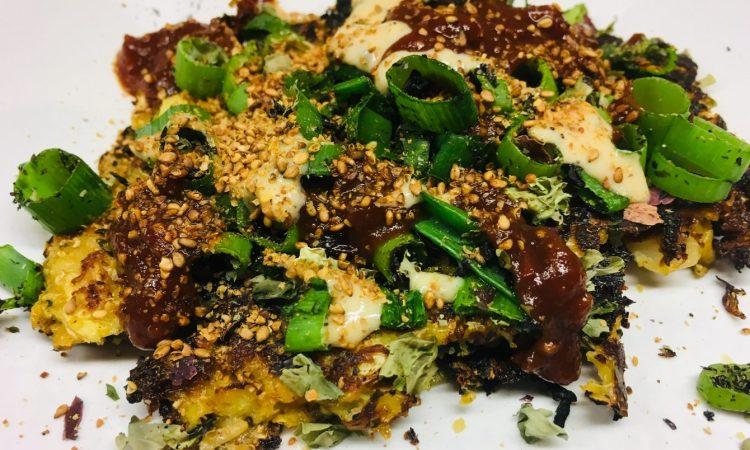 Okonomiyaki Japanische Pizza mit Wirsing und Algen
