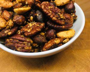 Spicy Nuts - Geröstete Nüsse mit Dukkah, Honig und Rosmarin